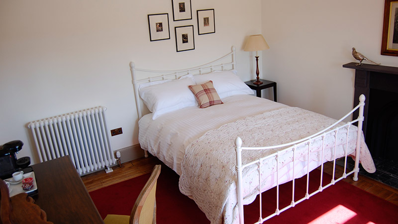 Room 4 - Traditional metal frame double bed
