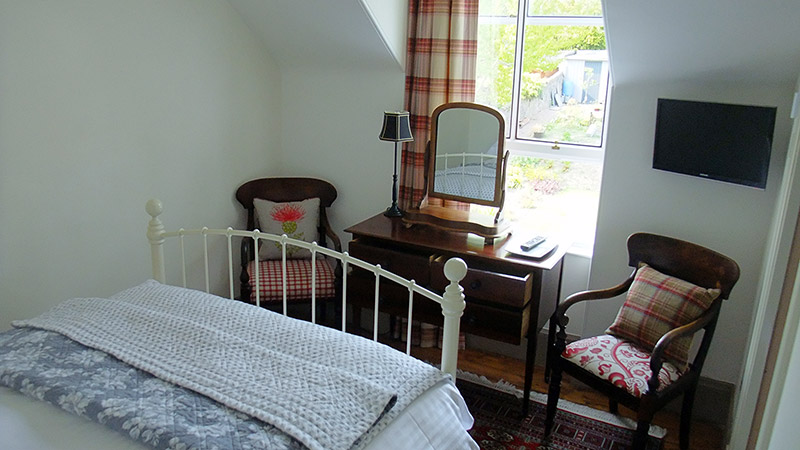 Room 2 - Dressing table and chairs