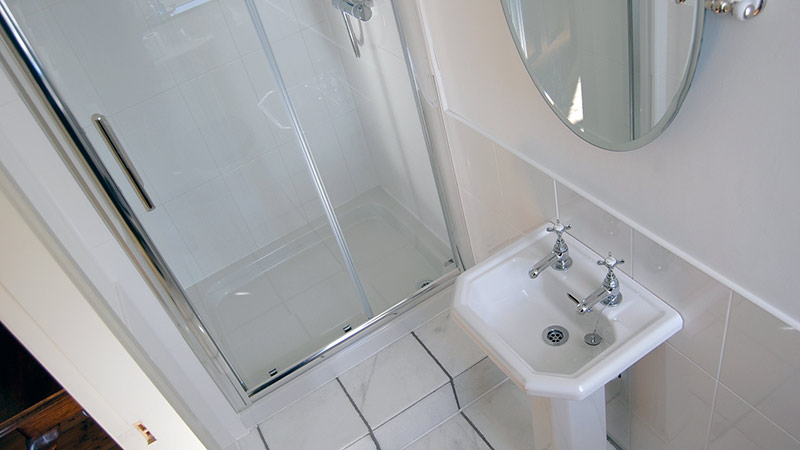 En-suite toilet/shower room