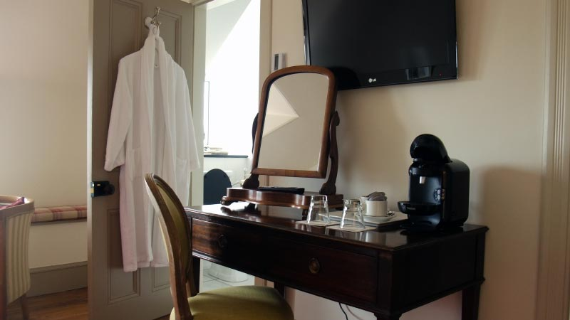 Room 4 - Dressing table / tea and coffee making machine